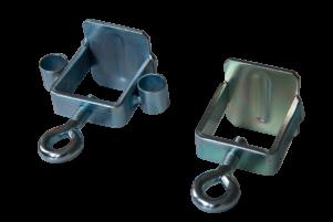 metalowy-zacisk-z-otworami-zawieszania-na-barierach